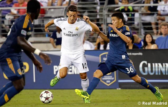 Özil dúfa, že Ronaldo zostane