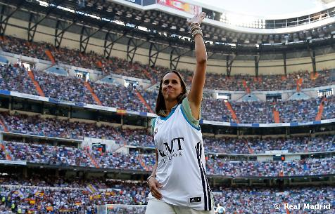 Čestný výkop v dnešnom zápase predviedla Amaya Valdemoro