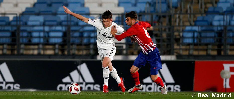 Castilla bez dvoch vylúčených hráčov v kontroverznom derby nestačila na Atlético